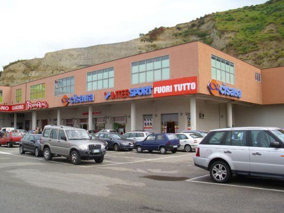 Il centro commerciale di Zumpano per riciclare i soldi della camorra