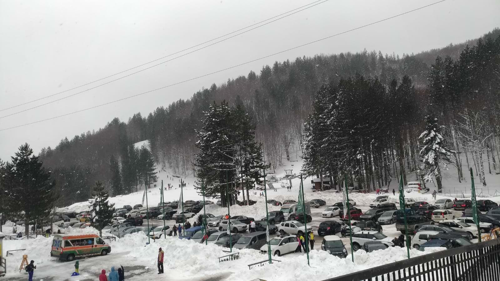 Sciatori e turisti, Lorica fa il pienone nel week end e supera le criticità