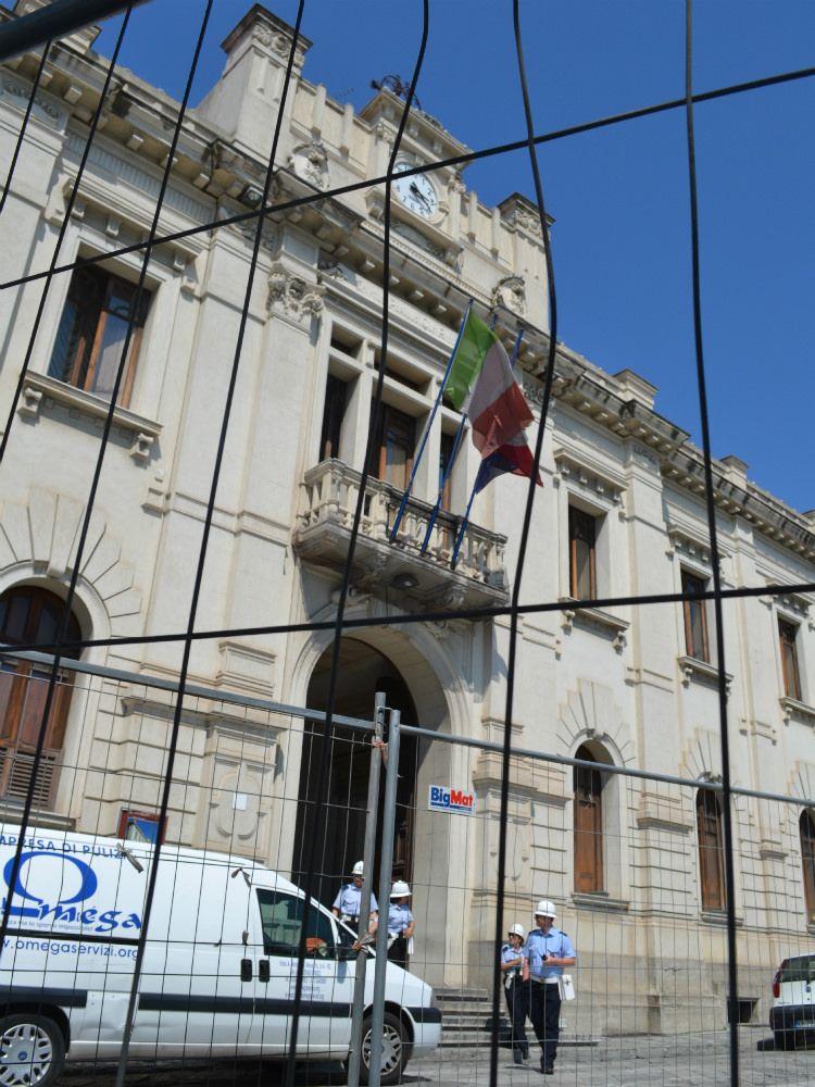 Comune Reggio, il centrosinistra: «Le dimissioni di Tuccio non bastano»