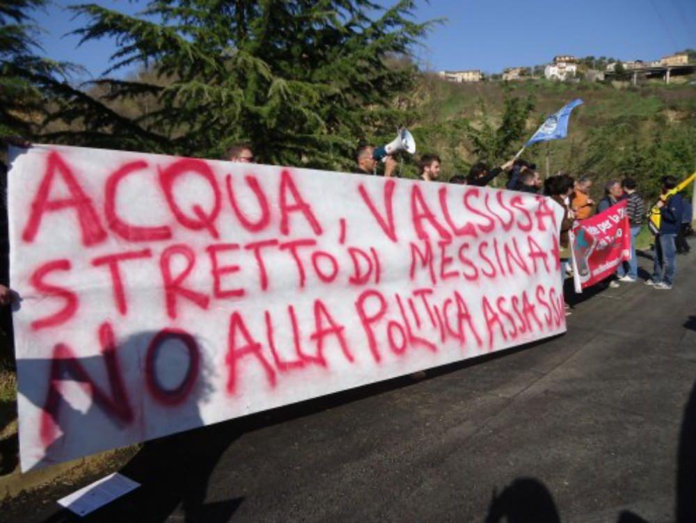 Doppia contestazione per il ministro Clini a Cosenza
