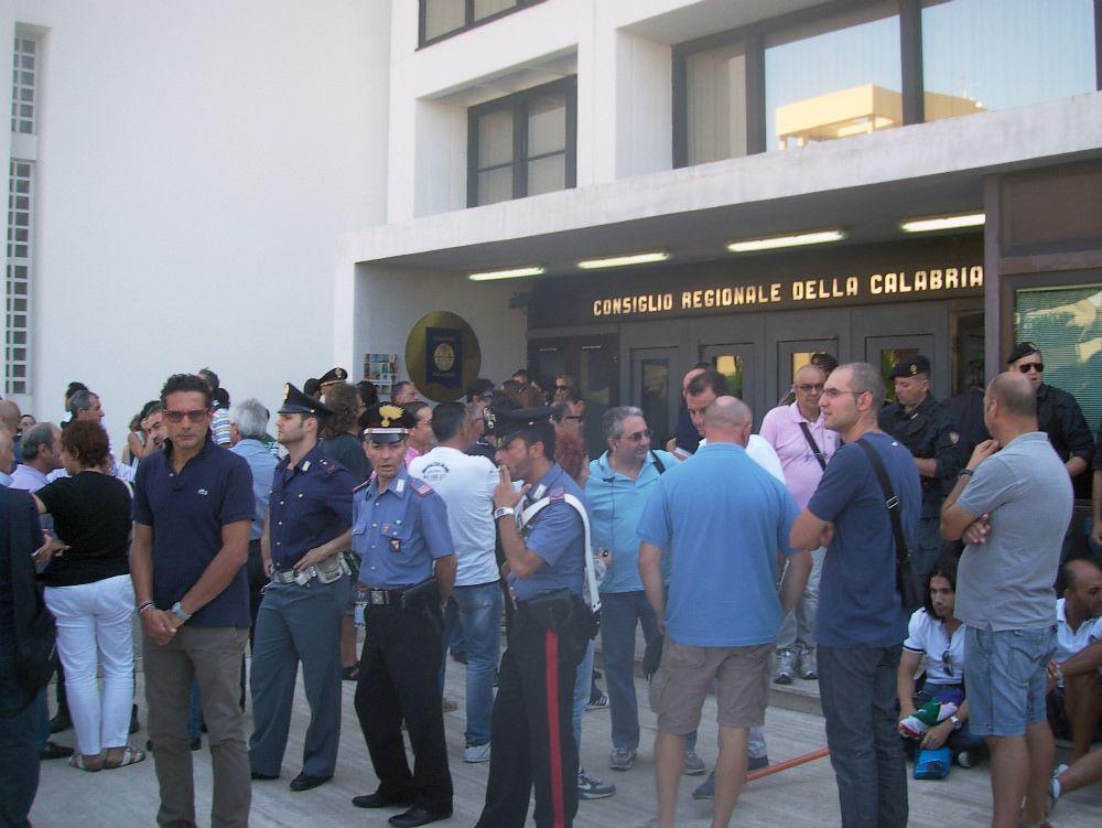 ARSSA/AFOR | I lavoratori presidiano il Palazzo
