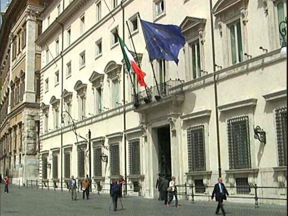 I bambini di Vibo fanno sorridere Renzi e Giannini ...