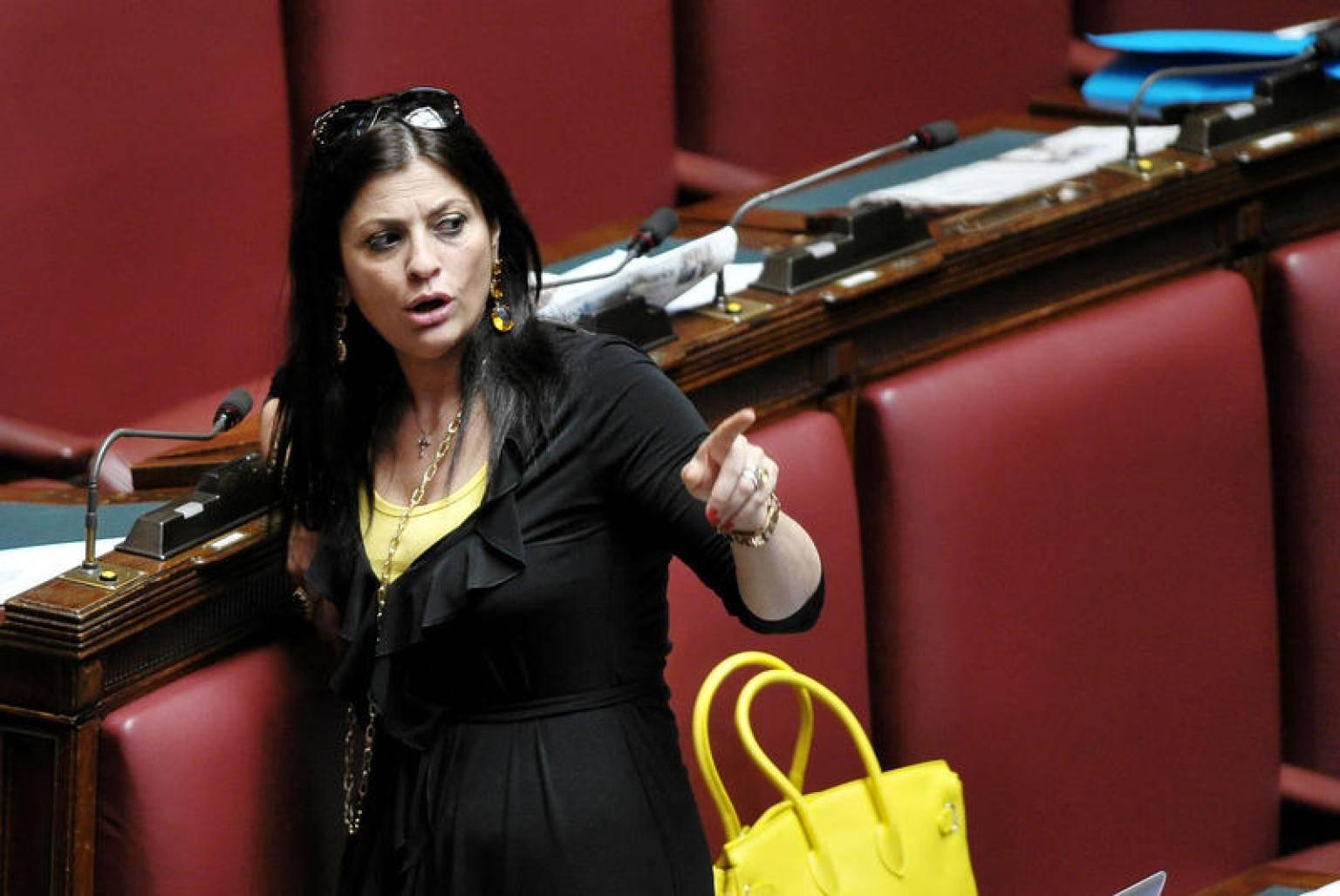 Santelli parlamentari 5 stelle contro lo sviluppo di for Parlamentari 5 stelle elenco