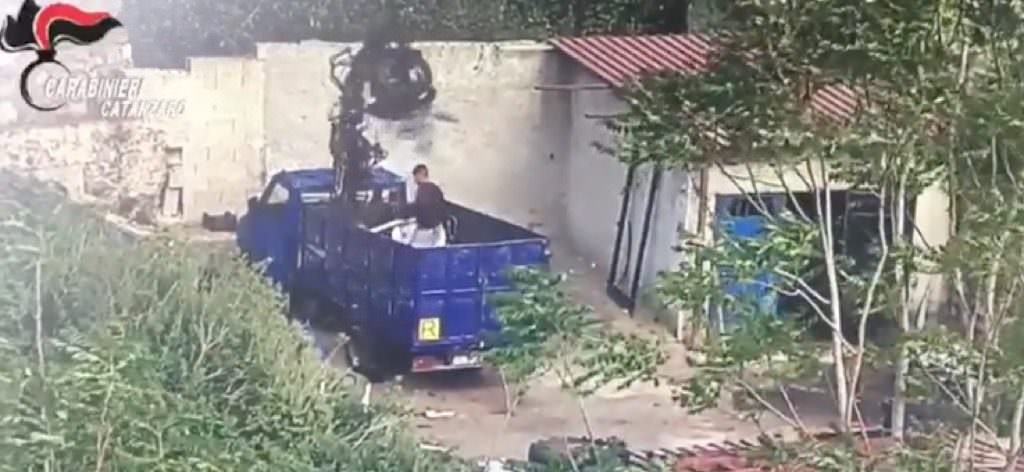 ZONA FRANCA | A Scordovillo i metalli arrivavano nelle carriole