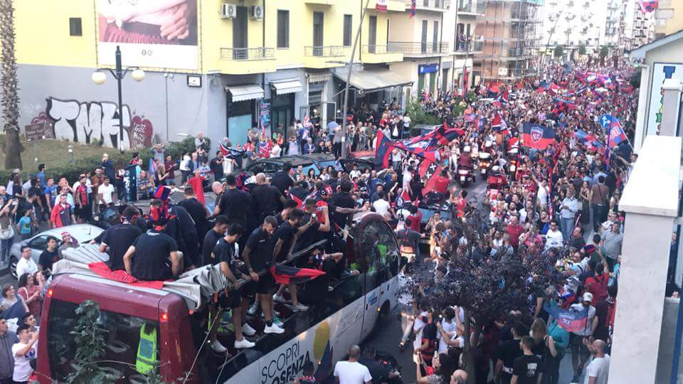 Cosenza in B. Festa in città e una nuova storia da scrivere – VIDEO