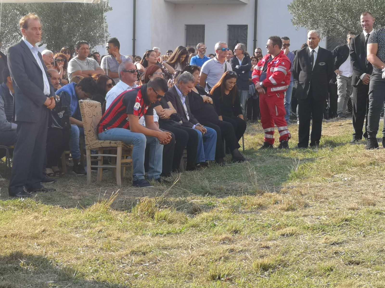 «La Calabria non può piangere più». L'addio a Stefania, Christian e Nicolò