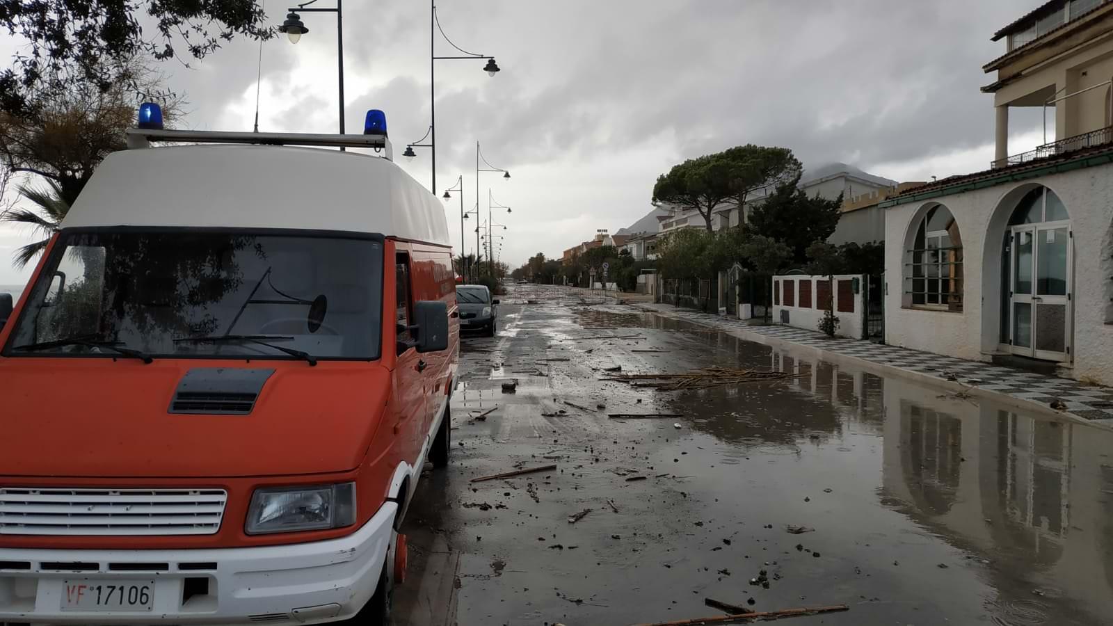 Violenta mareggiata sulla costa tirrenica cosentina – FOTO E VIDEO