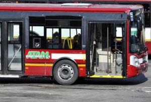 Reggio, sassaiola contro un bus dell'Atam ad Archi