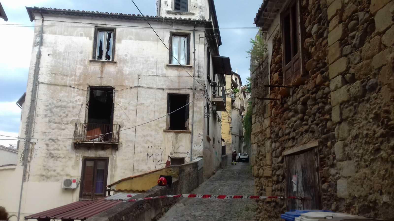 Struttura Di Un Solaio cosenza, crolla il solaio di un palazzo del centro storico