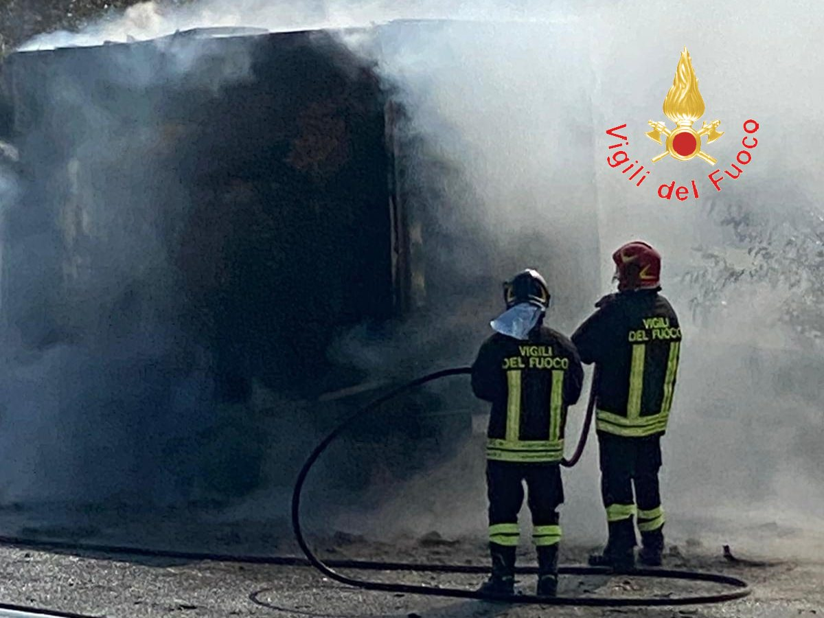fiamme furgone Catanzaro